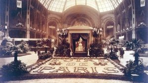 1904 image from Direct Matin of the Foire de Paris under the nave of the Grand Palais. The name is in a flora design.