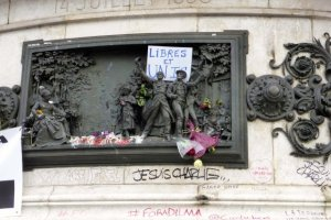 Sign behind the figures reads Libres et Unis