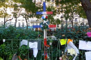 Bataclan. Flowers, photos and symbols