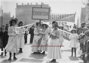 Christina Broom, Young suffragettes advertising the Women's Exhibition in Knightsbridge, London, May 1909 ©Christina Broom Collection/Museum of London