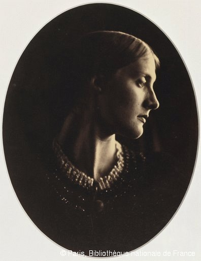 Julia Margaret Cameron (1815-1879) Mrs Herbert DuckworthApril 12th, 1867Albumen print from a collodion glass negativeParis, BnF, Estampes et photographies© Paris, Bibliothèque nationale de France