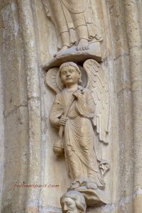 Angels of the arches, Notre-Dame de Paris at Saint-Anne's door