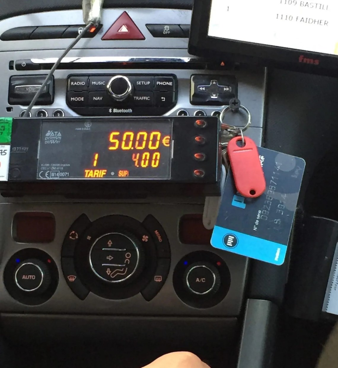 Fixed Paris taxi fare from right bank plus supplement for reserving day of reservation