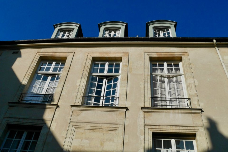 Hotel de Marle windows that open