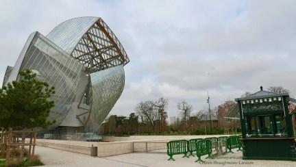 Museum Fondation Louis Vuitton and side entrance to Jardin d'Acclimatation