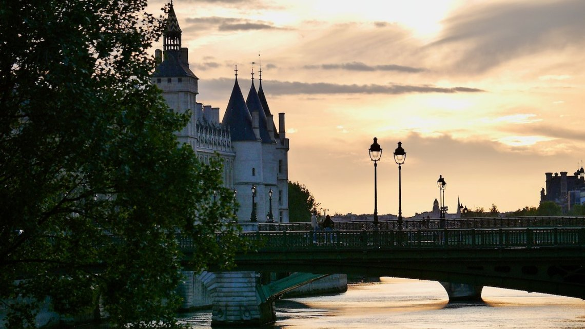 Image of Parisian sunset and Pont Notre-Dame