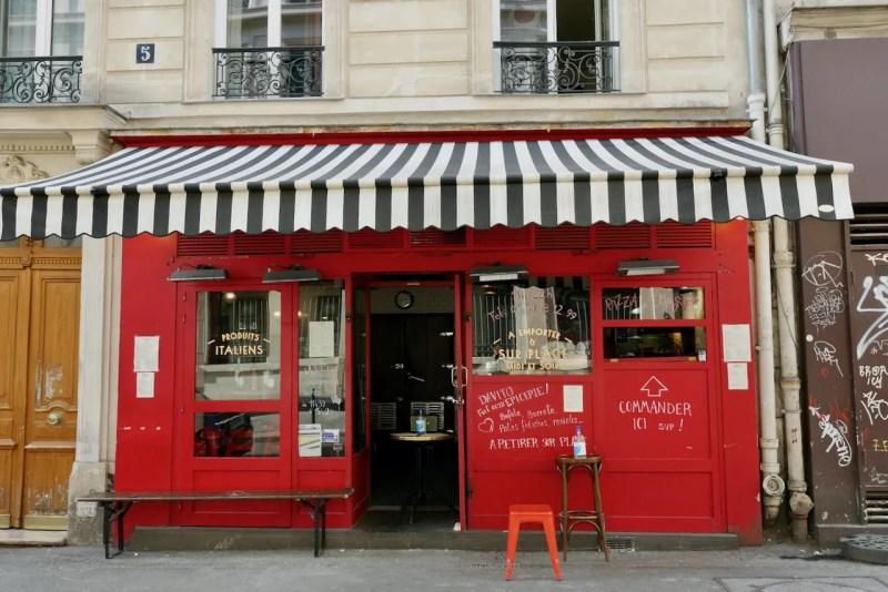 image of restaurant in the Bastille doing take away