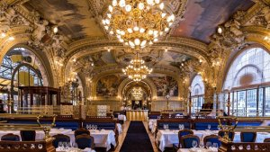Image of Train Bleu interior Gare de Lyon