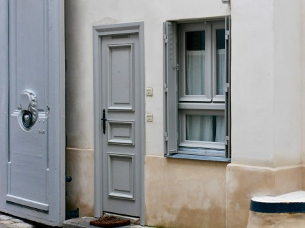 Doors and Windows side entrance to Galerie Karsten Greve rue Debbeleyme