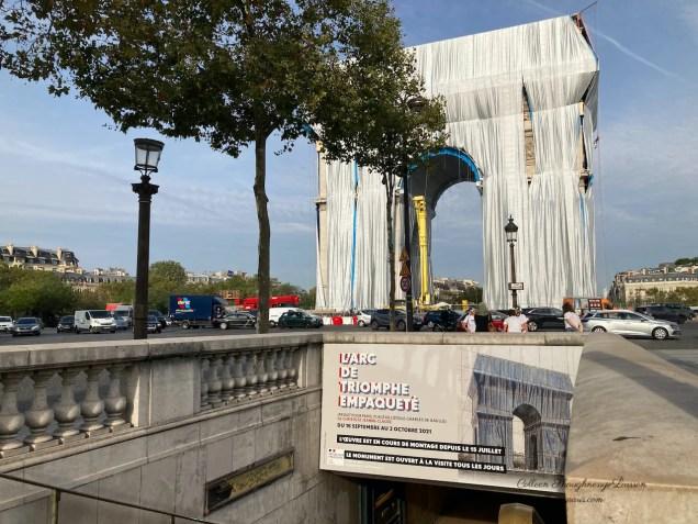 Poster at entrance to the arch for L'Arc de Triomphe Empaqueté