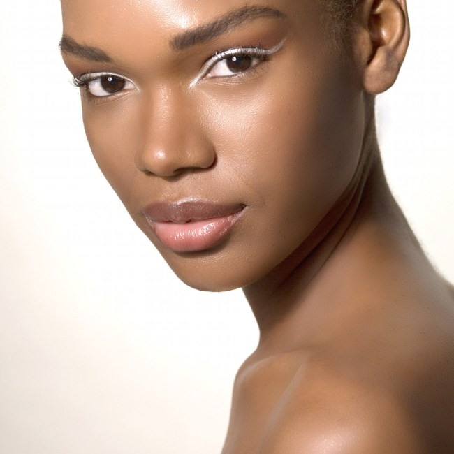 Silver-eyeliner-dark-complexion-model-makeup-artist-miami-colleen-stone