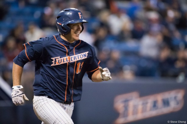 Timmy Richards drives in Scott Hurst in the 5th inning to give CSUF A 1-0 lead. CSUF defeated UCLA 4-3, Fullerton, CA, May 9, 2017. Photo by Steve Cheng, BHEphotos.