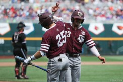 2017 College World Series: Texas A&M Aggies vs Louisville Cardinals.