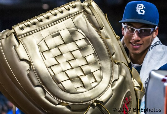 Vinny Tosti show off one big glove 2017 Perfect Game All American Game - Photo By David Cohen, BHEphotos