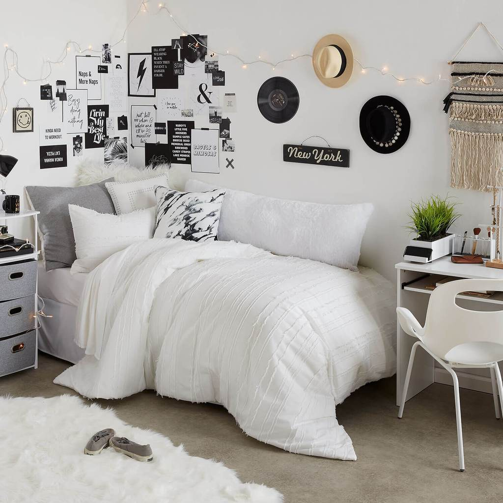 30 Black White Living Rooms That Work Their Monochrome Magic: Black And White Aesthetic Room Decor