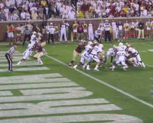The Yellow Jacket defense swarmed over Dalvin Cook (4) early to force Aguayo's field goal to hold FSU to a 3-0 lead.