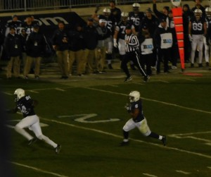 Andre Robinsson (6) takes in a pass from McSorely on his way to a 40-yard touchdown.