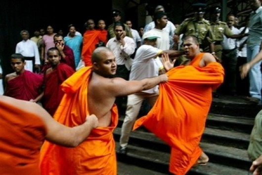 monks_fighting colombo telegraph