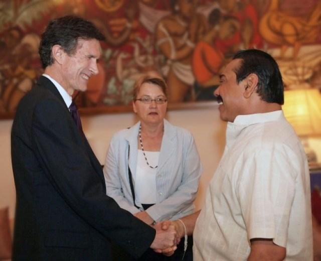 Roberto-Blake-meets-President-Mahinda-Rajapaksa colombotelegraph