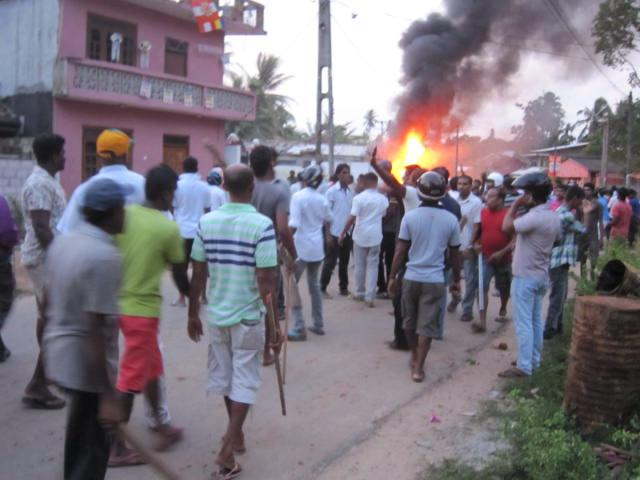 Aluthgama Mulsims attacked 2