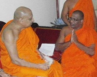 BBS Gnanasara meets Malwatte Mahanayake