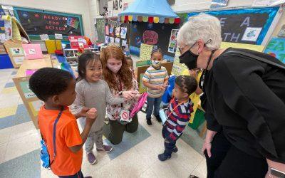 La Dra. Susan Bunting visita Colonial