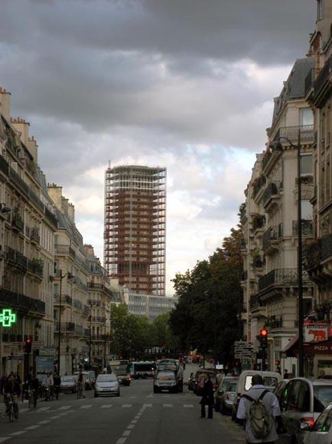La tour Jussieu de la rue des Ecoles