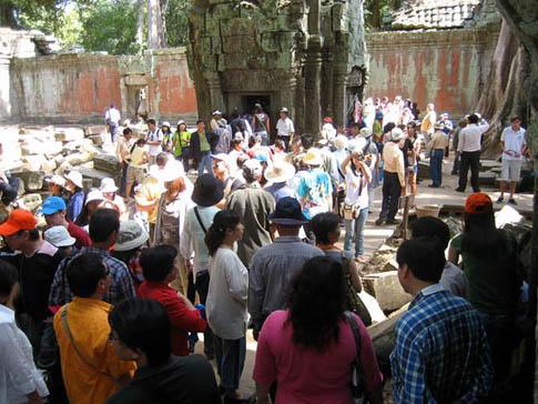 Tourists in Angkor Thom - Cambodge - Cambodia