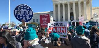 Abortion rights and anti-abortion groups gathered outside the Supreme Court on Wednesday, March 4, 2020 as the court heard arguments on the constitutionality of a Louisiana law that restricts access to abortion. (Photo by Robin Bravender/States Newsroom)