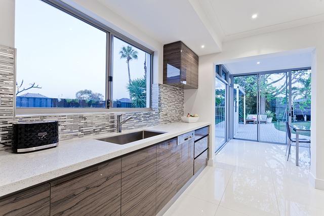 A casa di roberta, l'idea del cartongesso per soffitti è stata invece utilizzata in cucina per creare. Controsoffitto In Cucina Idee E Realizzazione Colorivernici It