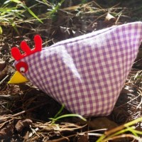 Sew a Sweet Little Hen: A Free Pattern