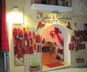 Coltivare peperoncini - tipico negozio della città di Diamante