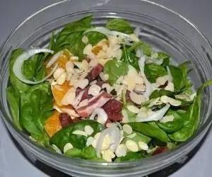 semina e la coltivazione degli spinaci-insalata mista di spinaci crudi