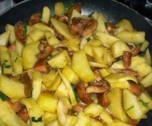 funghi rositi-lactarius deliciosus-e-patate-in-padella