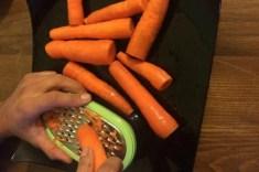 Come grattugiare le carote
