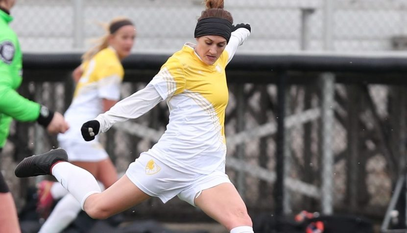 Eagles' midfielder Kelly DeNiro plays a pass against Ohio Dominican University on March 31, 2019 | Ken Tishenkel