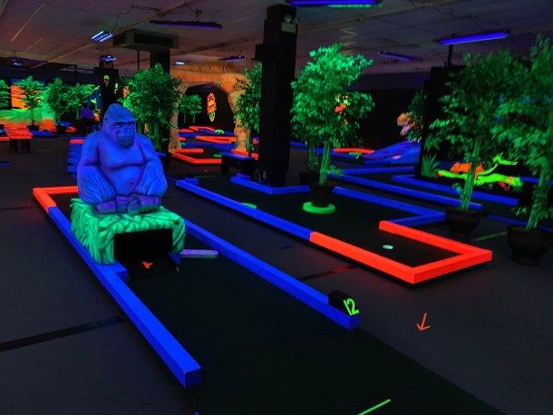 glow putt indoor play