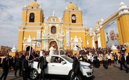 Pope Francis decries violence against women