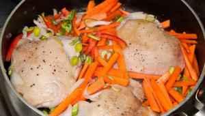 cocinando muslos de pollo