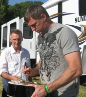 Book or hire country musician Darryl Worley