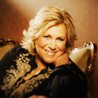SANDI PATTY Christian Singer Booking Agency
