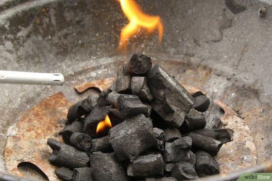Immagine titolata Create a Strong Burning Charcoal Fire Step 12