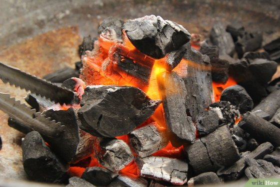 Immagine titolata Create a Strong Burning Charcoal Fire Step 13