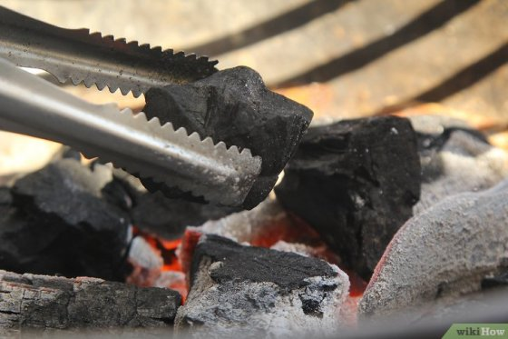Immagine titolata Create a Strong Burning Charcoal Fire Step 16