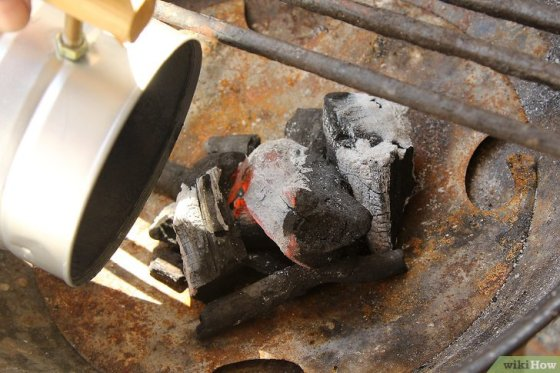 Immagine titolata Create a Strong Burning Charcoal Fire Step 5