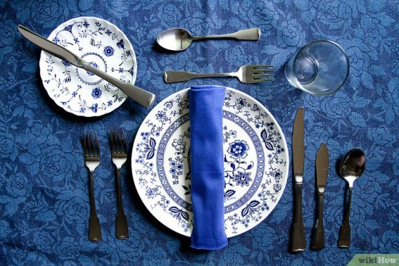 Immagine titolata Set a Dinner Table Step 3