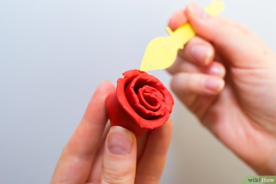 Immagine titolata Make Roses out of Fondant Step 6
