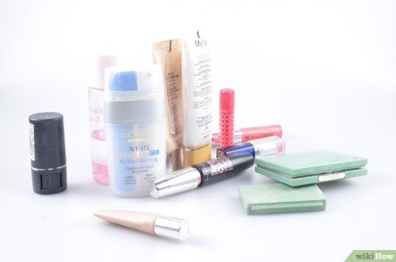 Immagine titolata Organize Hair and Makeup Products in the Bathroom Step 1