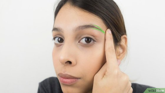 Immagine titolata Shape Your Eyebrows with a Razor Step 11