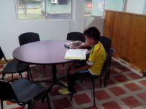 Los niños disfrutan de la Biblioteca del Batallón de Infantería #23 en Bahía Solano